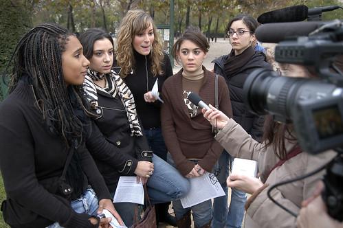 Les filles de Paris parlent de banlieue
