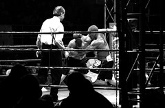 Le Ring (CyberAndy) Tags: bw 2005 boxe italy rome fighting