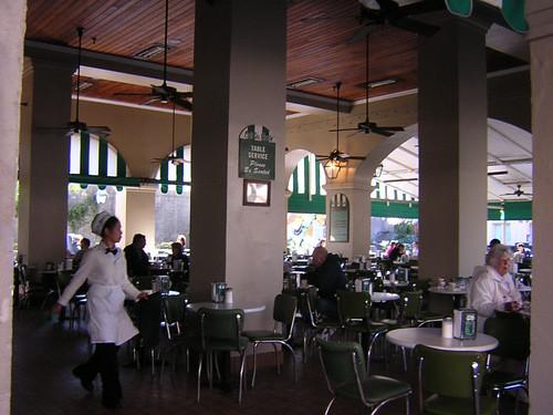 empty cafe du monde
