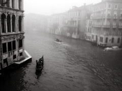 Venice in the Morning (Venedig am Morgen) (elfis gallery) Tags: street city venice people urban blackandwhite bw italy white black monochrome misty fog publicspace wow grey soft italia cityscape outdoor foggy cities streetphotography cityscapes gondola sw 20 lovely hazy schwarzweiss venezia weiss schwarz urbans favorits inpublic northitaly scharzweiss graustufen 20favs schwarzundweiss bilderfantasien decicivemoment peopleoutdoor