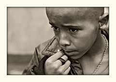 Encourage me! (carf) Tags: poverty boy brazil bw streets 20d abandoned boys brasil kids children hope blackwhite kid community child hummingbird risk forsakenpeople esperana social impoverished underprivileged altruism attitude drugs carf streetkids streetchildren beijaflor development prevention roney atrisk recuperation ef50mmf14usm photophilosophy ecbf