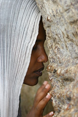 Woman praying during Festival of Mariam Dearit, Keren, Eritrea (Eric Lafforgue) Tags: voyage africa travel woman tree girl female scarf canon outdoors photography femme religion headscarf profile canoneos20d coton christian shawl fille tigre oneperson keren baobab asmara eritrea hornofafrica eastafrica aoi eritrean traditionalclothing realpeople holymary erytrea lafforgue erythre erythree asmera eritreia cushitic hagereertra africanethnicity tigrigna tigrinya italiancolony italianeastafrica irtriy   ericlafforgue lafforguemaccom mytripsmypics ertra    eritre   rythre eritreja eritria africaorientaleitaliana