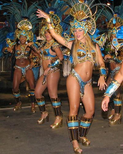 Vila_Isabel, samba & platform sandals por sfmission.com.
