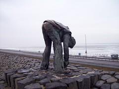 Afsluitdijk 1; de Steenzetter (blackcharliepho) Tags: winter ice monument water netherlands pointandshoot dike ijsselmeer beeld afsluitdijk zuiderzee weekendweg dimër breezanddijk inekevandijk