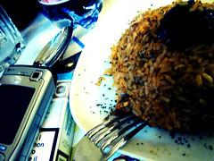 Pranzo al volo (Lelietta) Tags: food dinner lunch nokia corso eat cellulare crossprocessing fotografia telefono cena forchetta cibo bicchiere riso pranzo mangiare sigarette piatto cucchiaio cozza pescatora corsofotografia temacibo