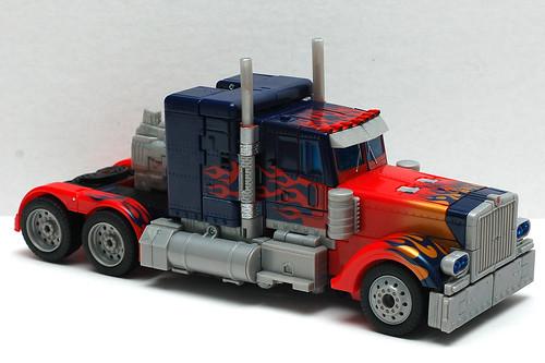 Juguete de Optimus Prime en camion