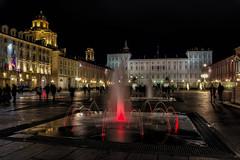 Torino di notte : giochi d'acqua ( water games ) (Roberto Defilippi) Tags: 1032016 rodeos robertodefilippi night nottr giochi acqua water torino turin