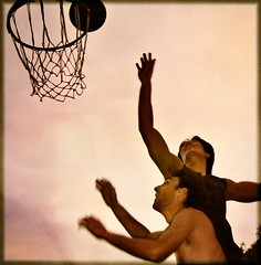 Hands too fast (AnnuskA  - AnnA Theodora) Tags: friends men boys topf25 basketball vintage ball action topf100 topf200 londrina 35faves strongarms zero 3000v120f guapetones holeinmysoul abigfave favemegroup4 darnedblur butactuallylookskindofcoolthismotionsenseithink missingyoumyfriend voumorrerdesaudadesvouquerermematarheueahueahueah world100f