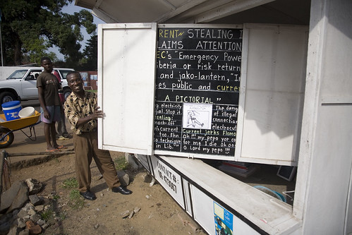 Alfred Sirleaf el Bloguer de pizarra