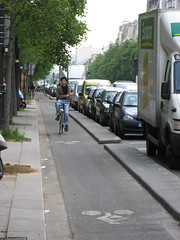 Paris Bike Shoot - Avenue d'Italie (brunoboris) Tags: paris bike stencil boulevard cyclist biker bikelane cycletrack curb velo parkedcars pistecyclable placeditalie europcar avenueditalie 13emearrondisement bikechute