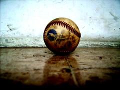 Bola de beisbol. - by Neorelativista.