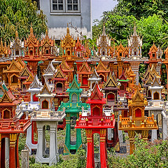Thai spirit houses - for sale (grantthai) Tags: red thailand gold thai colourful hdr spirithouse 3xp d80 sanphaphoom