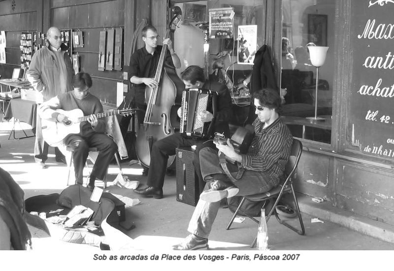 Sob as Arcadas da Place des Vosges (1)