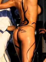 Body Painting (nicomike) Tags: woman sexy argentina beautiful rock metal tattoo blood mujer buenosaires colours shadows arte moda rica tribal colores sensual hardcore vida estilo hermosa cultura tinta sangre dolor pintura pelo agujas diosa tatuajes acrilico konex convencion expresion escrache ciudadcultural