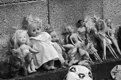 il mercatino dell'infanzia (torinca) Tags: bw bambini barbie bn sicily mercato catania sicilia bambole peluches bambino mercatino infanzia