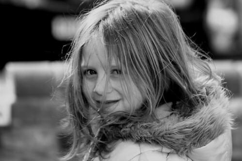 [フリー画像] 人物, 子供, 少女・女の子, モノクロ写真, 200807100100