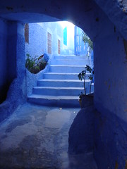 Medina blava de Xauen (Chauen) (arturii!) Tags: blue roof beautiful azul wow wonderful town amazing nice interesting awesome places best arabic explore selected medina chaouen blau patch carrer select gettyimages llocs patrimoni chauen cam teulades magicalplaces paredesazules chechaoun