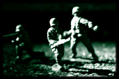 dutone charge (death and gravity) Tags: macro photoshop 50mm dof armymen dutone