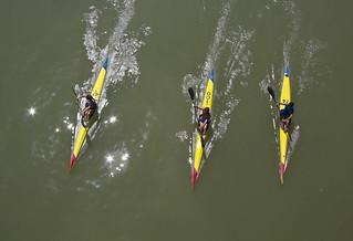 Remando por el rio - Rowing for the river.