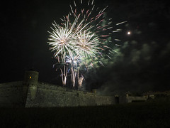 Ooooooooooh! (Patataasada) Tags: españa night noche spain huesca fireworks nocturna ciudadela fuegosartificiales jaca aragón castillodesanpedro