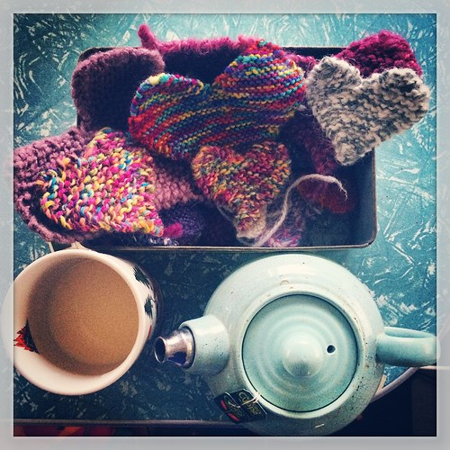 200/365 • found my box of hearts! 💗 I use them for patching, decoration and knitting therapy... I have escaped to caravan for tea and typing 😊☕️ • #200_2015 #knitting #goodmorning #tea #caravan #hearts #teapot #Winter2015 #chilly
