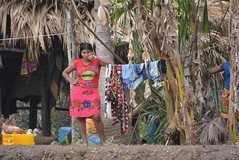 leaning on the clothesline (cam17) Tags: panama darien emberavillage embera mogue villageofmogue dariengap puntaalegre panamadarien leaningontheline clothesline emberanative