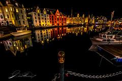 Brosundet (©jforberg) Tags: 2017 aalesund sentrum norway noregia norwegian norwegen norge water wonderful waterfront winter night lights house