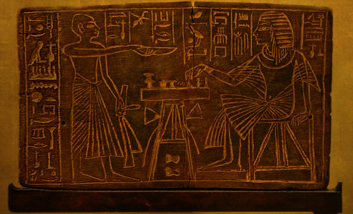 "Senet - Lujoso sistema de objetos lúdicos obsequio del dios Toht a la faraona Nefertari • <a style=""font-size:0.8em;"" href=""http://www.flickr.com/photos/30735181@N00/32521951105/"" target=""_blank"">View on Flickr</a>"