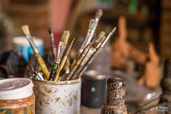 Pintando... (lilipalet) Tags: detalle detail art table paint brush mesa pincel pintar pinceles pintando