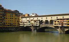 Ponte Vecchio (bogdan_de_varsovie) Tags: europa europe włochy italy italia florencja florence firenze rzeka river miasto town arno pontevecchio most bridge outdoor