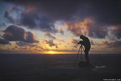 Fotografando fino all'ultimo momento di luce utile (Matteo Rinaldi.it) Tags: tramonto fotografando scogliere bretagna