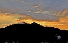 Suns Energy (Luzon Jim) Tags: nature landscape outdoor mountain mtmakiling sunset evening clouds sky peaks watermark nikon d5000 rays orange