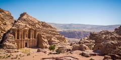 temple du Deir (Ludovic Petitfrere) Tags: nikon nikkor ngc temple d7100 detail desert jordanie petra sable roche montagne jordan