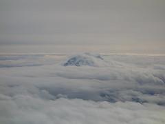 201610358 AA6037 SEA-LAX Cascade Range (taigatrommelchen) Tags: 20161042 usa wa washington clouds mountains cascaderange sight air aerial view photo airplane inflight aal cpz