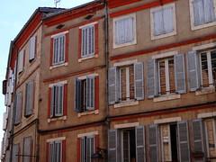 Fenêtres à Albi (Cherryl.B) Tags: albi tarn maisons fenêtres fenster windows volets façades