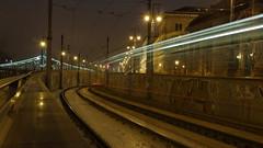 2-es villamos megy (bencze82) Tags: budapest magyarország hungary duna danube donau night este éjszaka city lights fények kivilágítás cityscape canon eos 700d voigtländer colorskopar 20mm 2es villamos fővám tér corvinus közgáz sóház tram