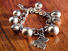 Bijus Rose (angelasmorato) Tags: bijouteries bijus bijuterias joias peã§as pulseiras madeira cromado