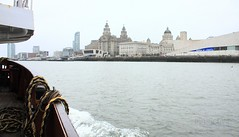 Pacemaking (innpictime ζ♠♠ρﭐḉ†ﭐᶬ₹ Ȝ͏۞°ʖ) Tags: merseyside mersey liverpool river threegraces museumofliverpool ship boat ferry rope buildings waterside pierhead wake 533998702999643