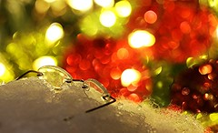 Santa Lost Something... Holiday Bokeh ( Macro Mondays ) (francepar95) Tags: macromondaysholidaybokeh holidays bokeh glasses santa snow hmm christmas macro canon