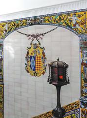 Casa Arámburu (moligardf) Tags: casapalacio edificio emblemático histórico escalera azulejo escudo smartphone