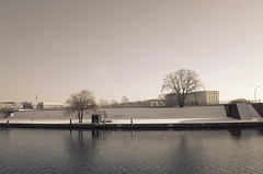 Poetry in the snow (elisachris) Tags: berlin mitte spree landschaft landscape sepia schnee snow poesie poetry natur nature wasser water winter ricohgr