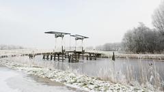 Bruggetje (Geziena) Tags: bruggetje brug fietsbrug winter wintersplaatje vorst ijs koud sneeuw water kanaal bomen wit snow cold rijp olympus omdem1 1240mm