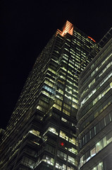 Canary Wharf - E14 (Malcolm Edwards) Tags: london malc e14 docklands night canarywharf onecanadasquare tower