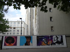 Le mur et les HLM (Jeanne Menj) Tags: streetart mur hlm wal building paris19èmearrondissement immeubles