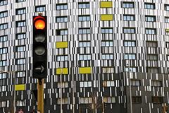 Disque rouge et rectangles verts (JDAMI) Tags: rond rouge rectangles vert noir blanc fenêtres immeuble résidence appartements feutricolore amiens somme 80 picardie france nikon d600 tamron 2470