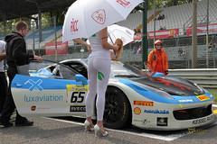 _FE48034 (Foto Massimo Lazzari) Tags: autodromodimonza grigliadipartenza girl ragazza ombrelline ferrari ferrarichallenge auto supercar pantaloncini short racer corsaauto