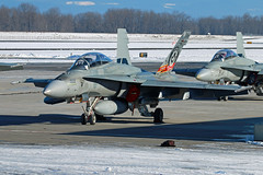 30 Years Hornet (planephotoman) Tags: mcdonnelldouglas fa18 fa18b cf188 cf188b cf188d hornet 188928 928 commandersbird 410sqdn 410squadron 410eesqadron cfbcoldlake 30years 30yearsoffighterpilottraining rcaf royalcanadianairforce cf canadianforces airforce training hornettraining canada pdxmilitary portlandinternationalairport pdx kpdx