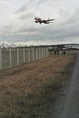 Am Frankfurter Flughafen (Manfred Hofmann) Tags: analog brd farbig hessen jahreszeiten orte projekte flickr öffentlich frankfurt
