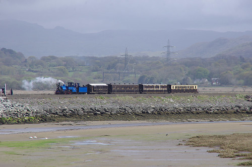 RD13226.  DHR B19 arriving at Porthmadog Harbour Station.
