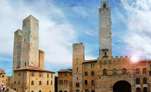 "Torres legendarias / Faros, minaretes, campanarios, rascacielos • <a style=""font-size:0.8em;"" href=""http://www.flickr.com/photos/30735181@N00/32493404276/"" target=""_blank"">View on Flickr</a>"